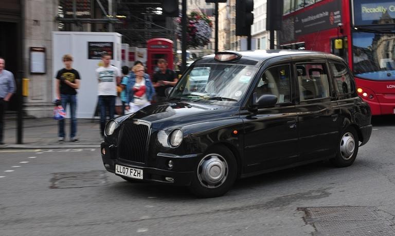 1200px-14-08-09-london-taxi-ralfr-14.jpg